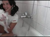 Stunning webcam girl HOT_NY_BEAUTY getting dirty during a hot bath