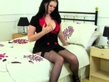 British Mom Bella Deluxe Playing With Herself