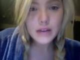 Blondine fingert sich vor ihrer Webcam - Teil 1